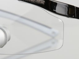 Fog-free protective glasses in two sizes for a perfect protection